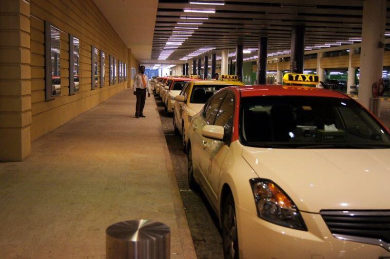 При найме таксистов в Дубае будут также оценивать их уровень английского