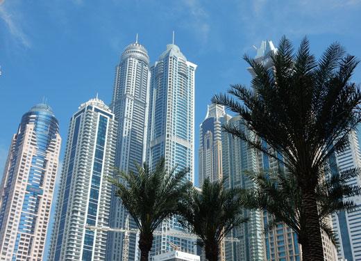 المستثمرون ينعمون بما تطرحه العقارات في دبي من إمكانات