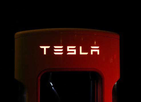 تحقيق أحلام مؤسسة تاكسي دبي للسيارات الكهربائية
