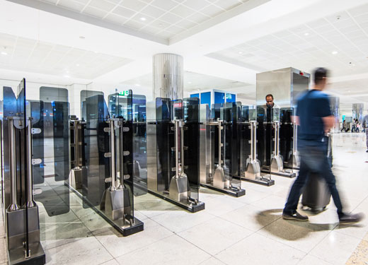 تقنية ثورية مبتكرة لأنظمة البوابات الذكية في مطار دبي