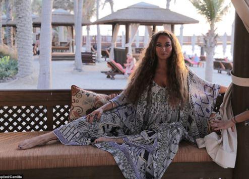 دائرة السياحة والتسويق التجاري بدبي تتعاون مع مصممة أزياء استرالية شهيرة لإطلاق مجموعة أزياء مواكبة للموضة