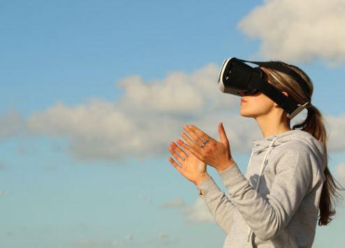 تقنيات الواقع الافتراضي تعزز السياحة الإماراتية