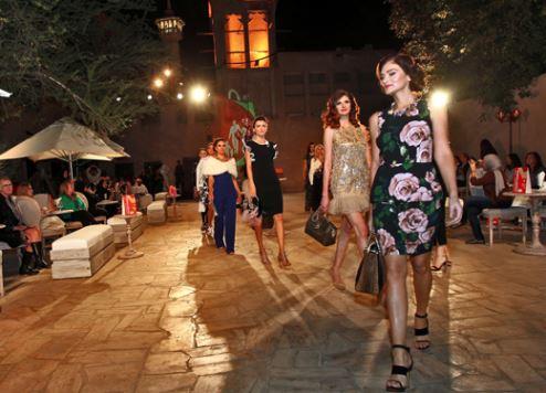 عروض الأزياء المتجولة في مهرجان دبي للتسوق