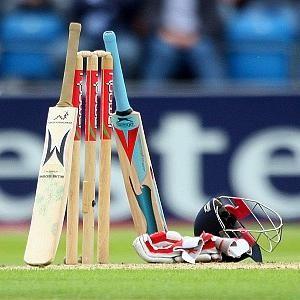 مشجعوا لعبة الكريكيت يتوافدون على دبي لمشاهدة مباراة باكستان مع أستراليا