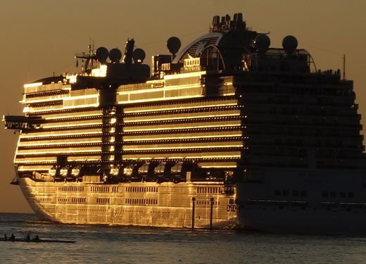 Dubai welcomes 60,000 cruise passengers in one day