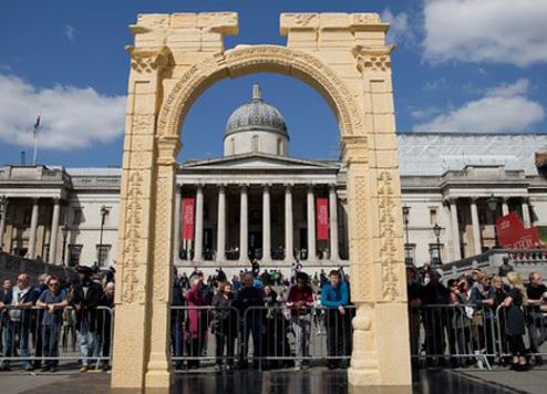 The replica of Palmyra's 1,800-year-old Arch of Triumph standing in London
