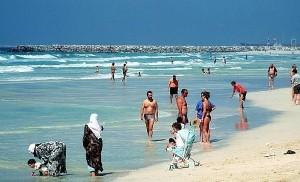 Hollyoaks stars choose Dubai for beach break