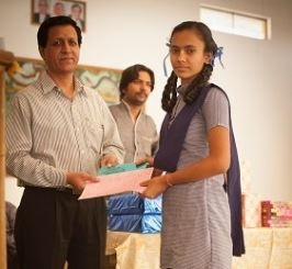 Radhika получает свою награду